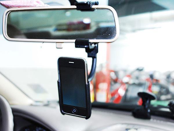 Un nuovo supporto da auto per iphone da attaccare allo for Accessori macchina