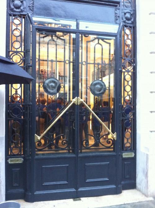 Ispazio all 39 inaugurazione dell 39 apple store opera di parigi for Porta chiusa
