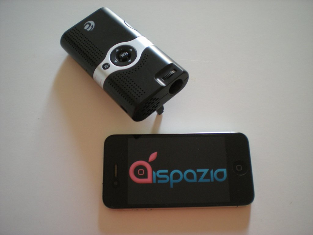 Ecco il Videoproiettore Adapt Pico Play: ottimo proiettore tascabile per i nostri iDevice e non solo | iSpazio Videoreview [AggiornatoX2]