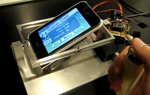 Ecco un joystick motorizzato per i giochi che utilizzano l'accelerometro [Video]