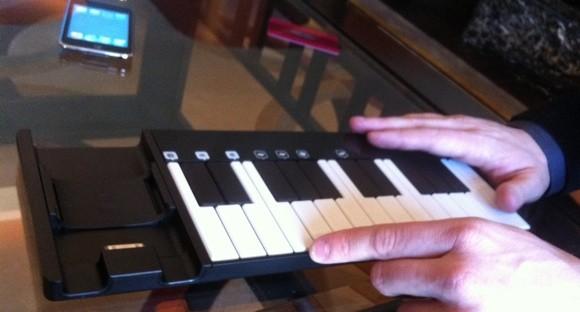 Pocket Loops: un accessorio che trasforma in tastiera musicale il nostro iPhone