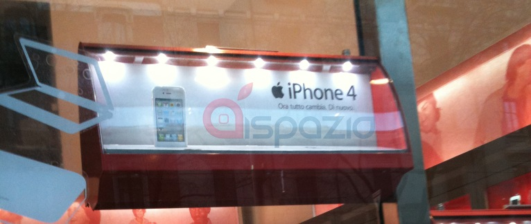 Avvistato il primo iPhone 4 Bianco in un negozio Vodafone a Milano e Battipaglia   iSpazio [AGGIORNATO]