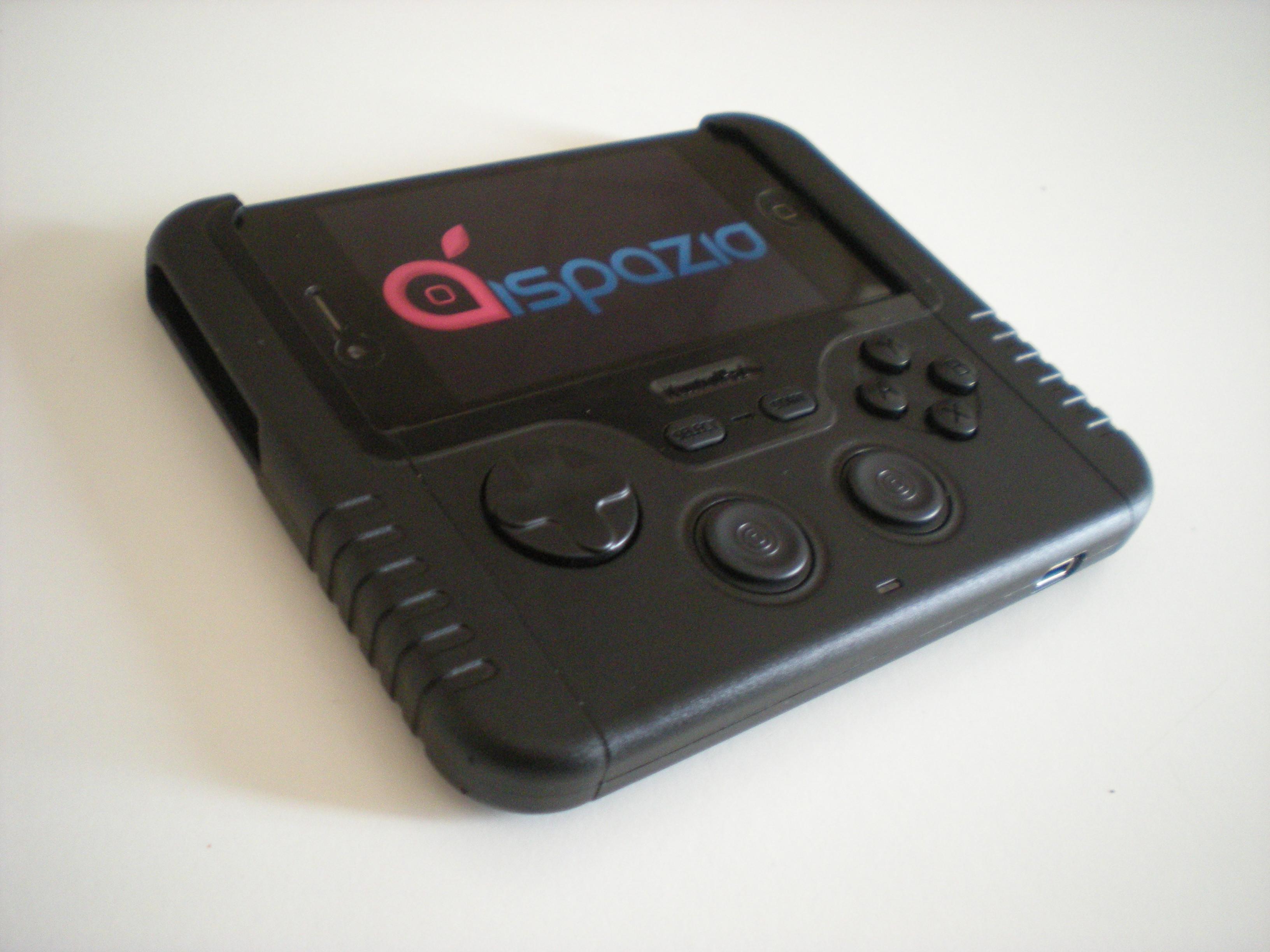 iSpazio prova iControlPad: ecco finalmente il controller con tasti fisici per i nostri iPhone   iSpazio Videoreview