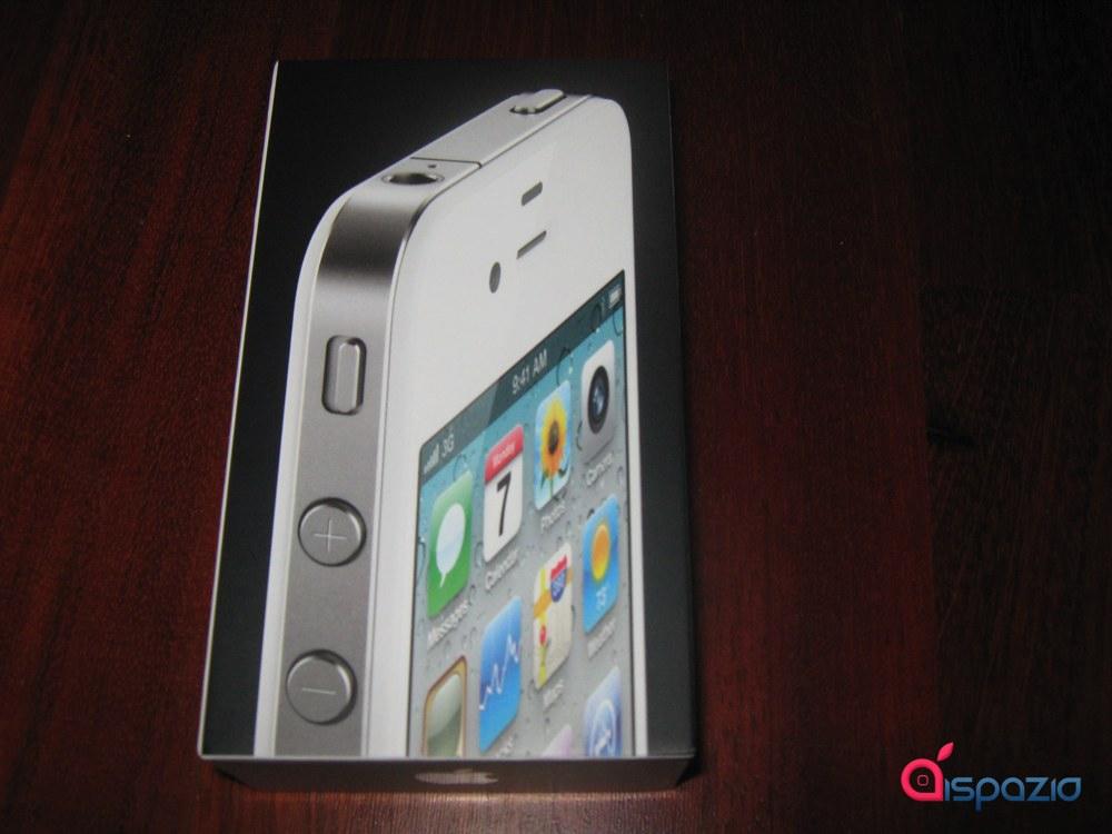 Ecco il primo unboxing ufficiale e le prime impressioni sull'iPhone 4 bianco, con DUE giorni d'anticipo, solo su iSpazio! [AGGIORNATO x3 – con Video!]
