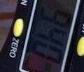 Il calibro digitale conferma che l'iPhone 4 bianco è poco più spesso del modello nero!