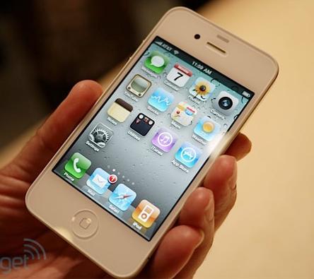 Iniziano le spedizioni degli iPhone 4 bianchi