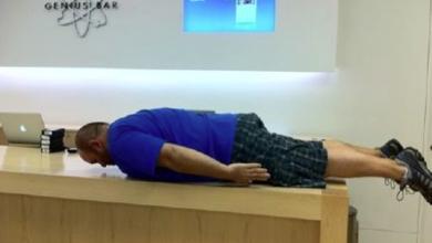 """Photo of Anche i dipendenti dell'Apple Store fanno """"Planking"""""""