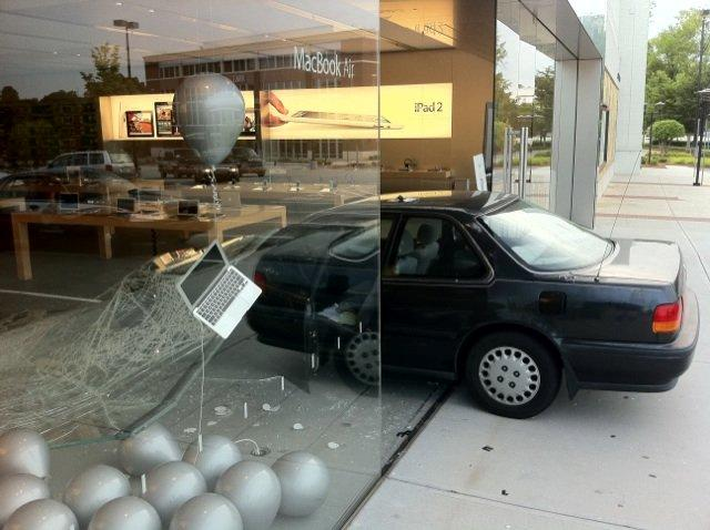 Bizzarro tentativo di rapina all'Apple Store di Greensboro!