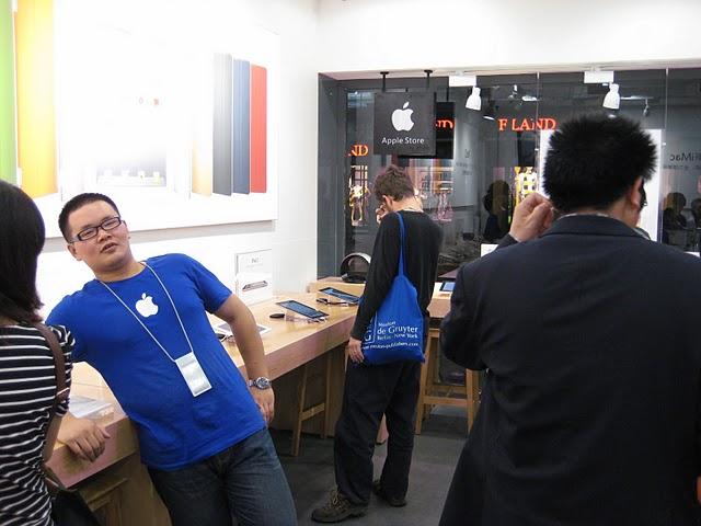 Agenti governativi cinesi investigano sui fake Apple Stores