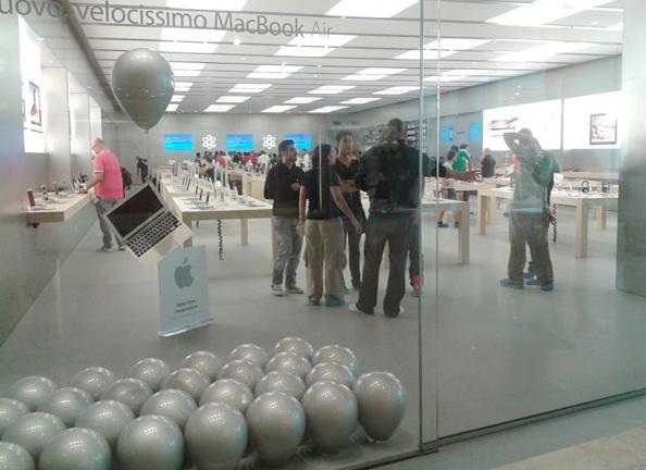 Ultimi preparativi all'Apple Store di Marcianise prima dell'inaugurazione di domani [AGGIORNATO]