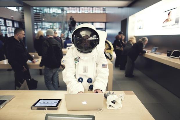Avete mai visto un astronauta entrare in un Apple Store?