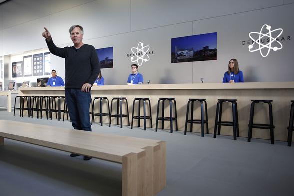 Ron Johnson, il capo dei Retail Store, lascia ufficialmente Apple ma non viene ancora annunciato il suo successore