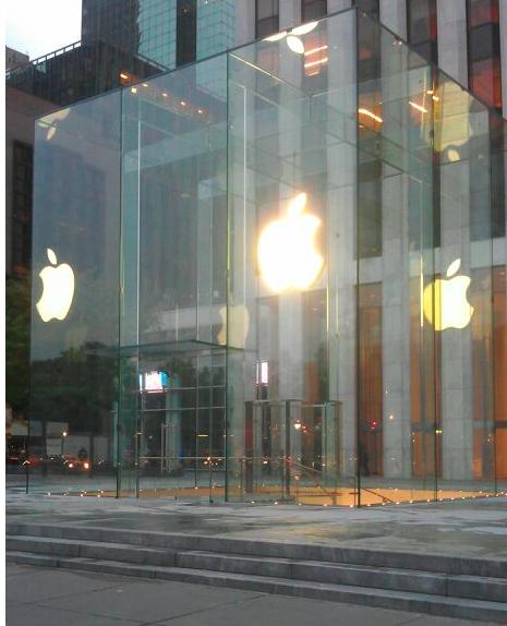 Apple scopre il nuovo cubo del suo store sulla 5th Avenue