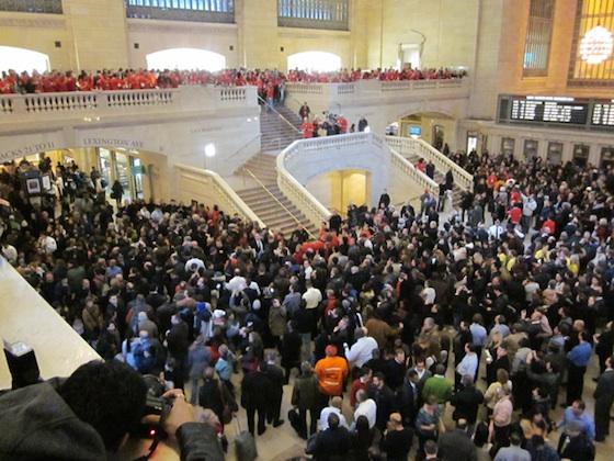 Grand Central Terminal bloccato per via dell'inaugurazione del nuovo Apple Store [Video] [AGGIORNATO X3]