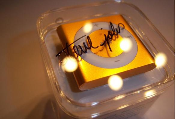 Sparisce da eBay l'iPod Shuffle autografato da Steve Jobs