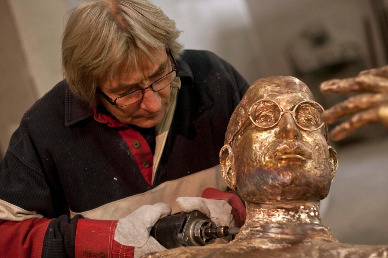 L'Ungheria ricorda Steve Jobs con una statua in bronzo