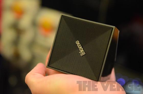 iHome iDM5, una tastiera Bluetooth, un altoparlante e uno speaker vivavoce in un unico dispositivo