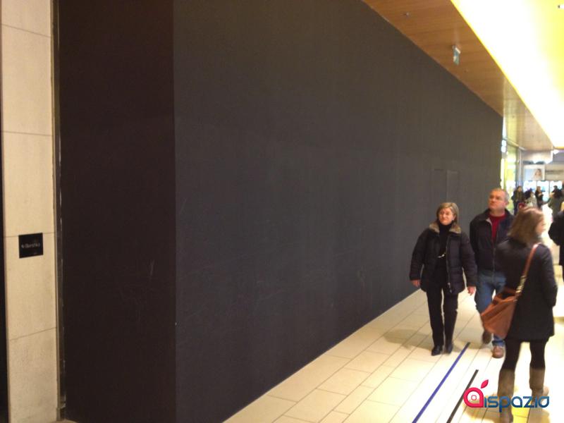 Oltre il telone nero: Ecco alcune 'spy photos' del prossimo Apple Store di Porta di Roma