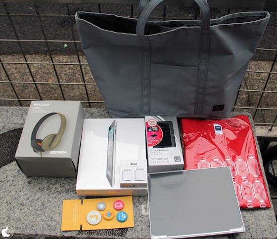 I fan giapponesi di Apple in fila per assicurarsi le tradizionali Lucky Bag