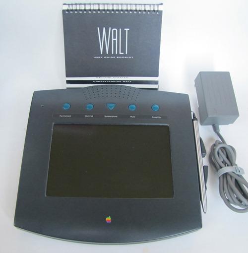 """Ecco a voi il primo vero telefono touchscreen """"Made in Cupertino"""": Apple Walt!"""