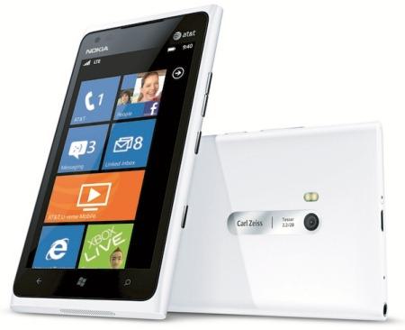 Ecco la prima immagine del nuovo Lumia 900 bianco!
