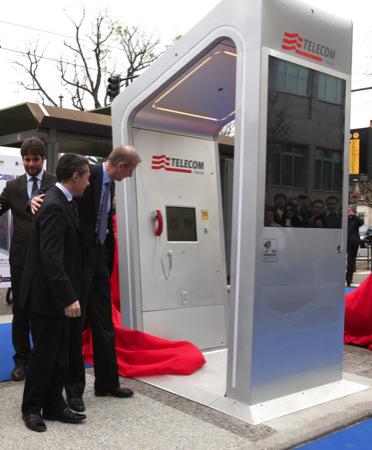 Torino: debutta la cabina intelligente di Telecom Italia
