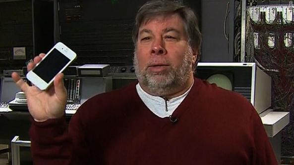 Steve-Wozniak-holds-white-iPhone-4