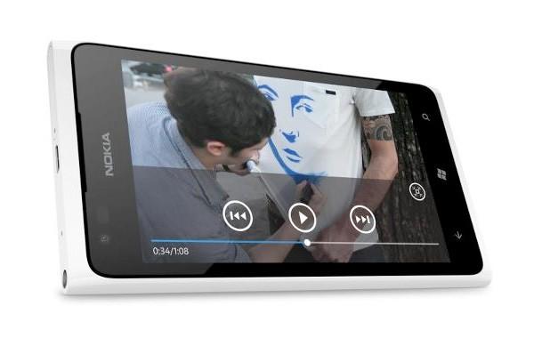 Il Nokia Lumia 900 arriverà nel Regno Unito il 27 Aprile vestito di bianco