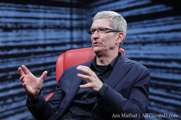Tim Cook annuncia importanti novità sia per quanto riguarda l'integrazione con Facebook che per Siri che verrà nettamente migliorato