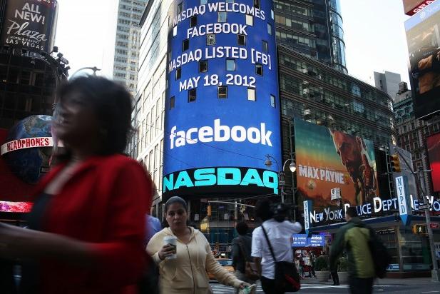 Facebook delude le premesse e continua a scivolare in borsa, il flop dell'operazione è ormai sotto gli occhi di tutti