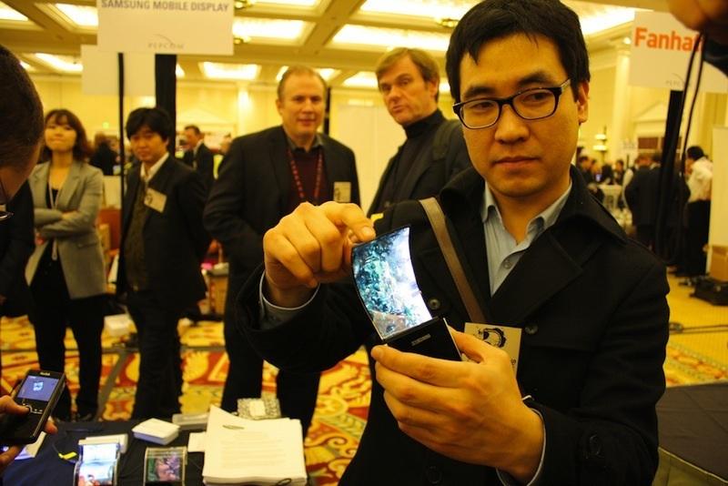 Apple l'iPhone del futuro avrà lo schermo flessibile. Il ...