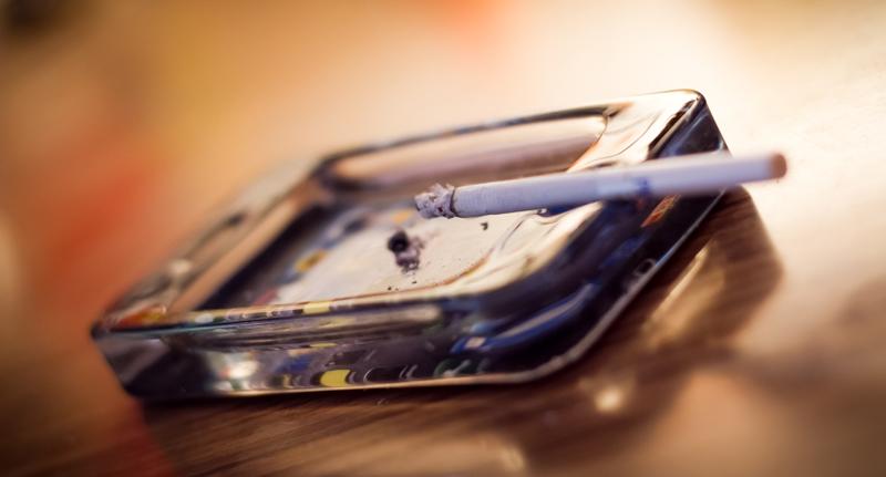 Un simpatico posacenere in vetro a forma di iPhone | iSpazio Product Review
