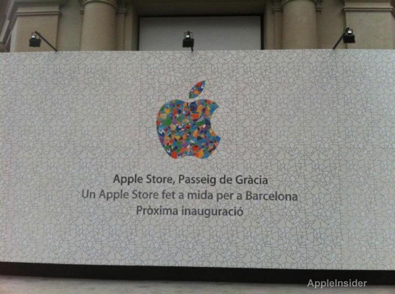 """Sui pannelli dell'Apple Store di Barcellona compare una nuova """"melamorsicata"""""""