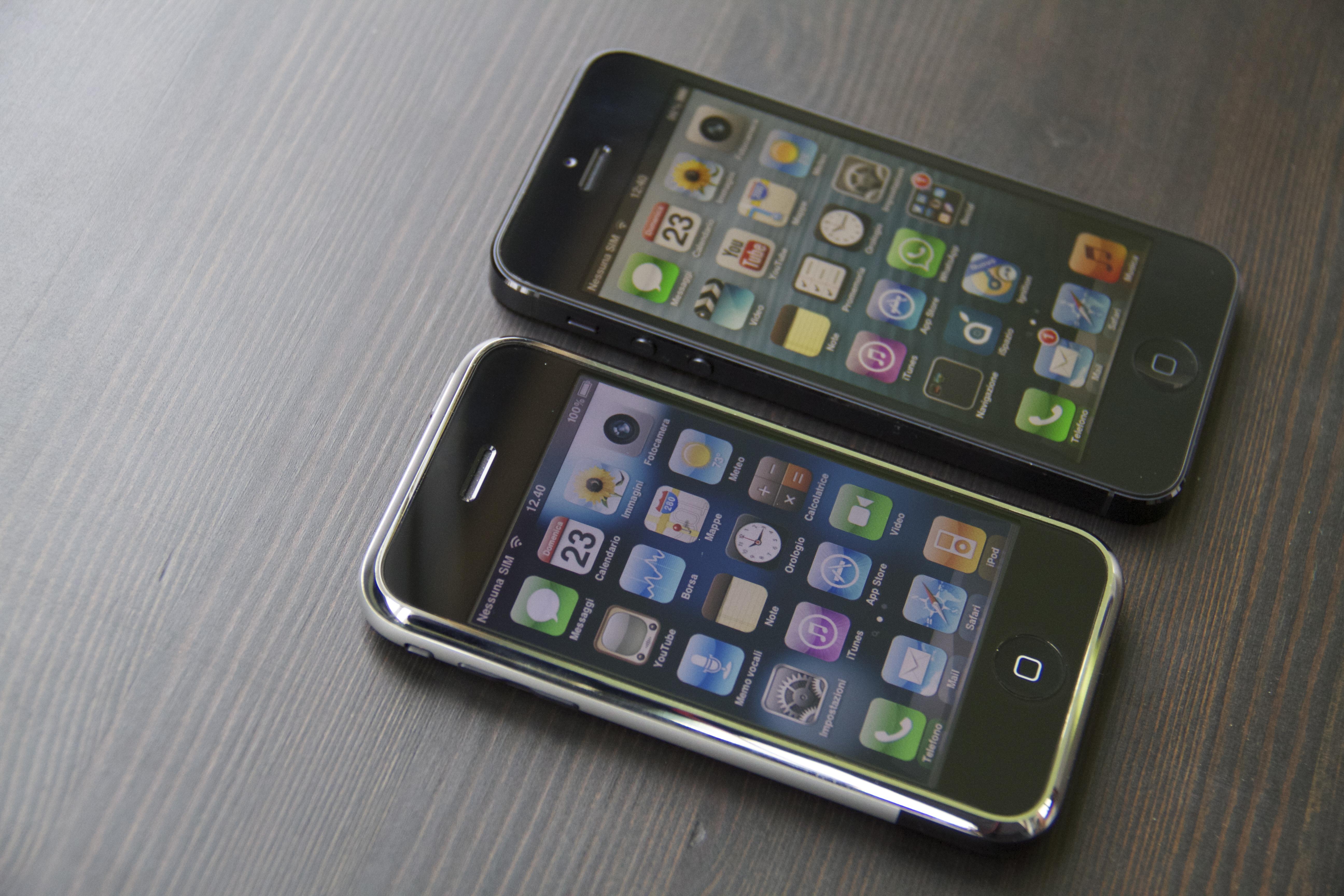 Schermo giallo su iPhone 5? Chiediamolo ad iPhone 2G