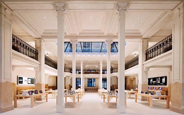 Dipendenti Apple in sciopero a Parigi in occasione del lancio dell'iPhone 5