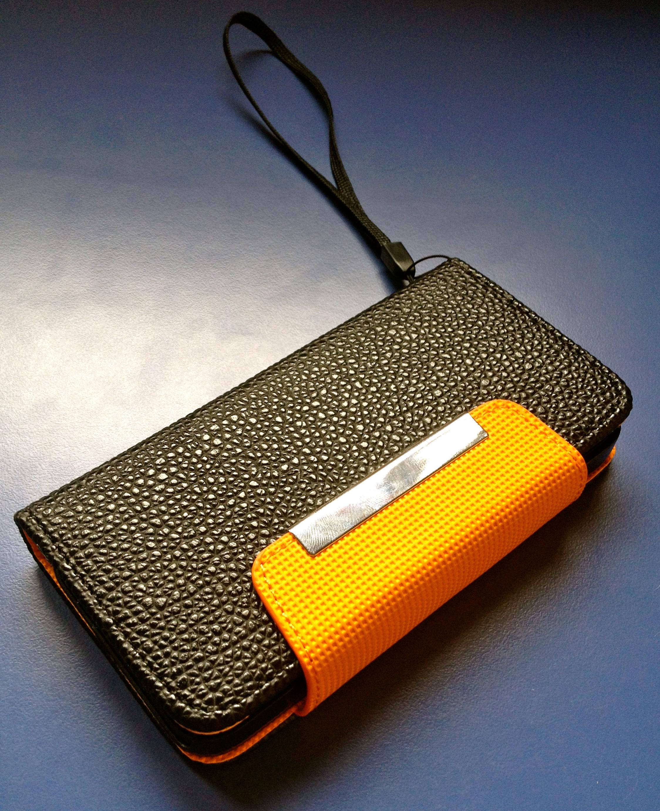 Wallet: l'accessorio di classe che unisce un portafogli ad un case per iPhone 5 | iSpazio Product Review