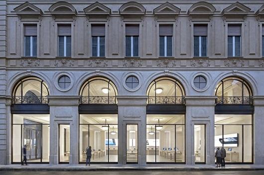 Apple Store Torino in Via Roma