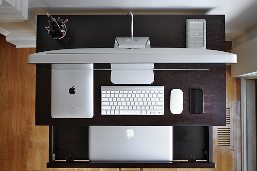 Apple-Heaven-Pretty-iPhone-iPad-Mac-Desk