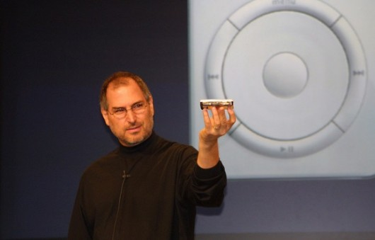 Steve-Jobs-First-iPod-e1317924782122