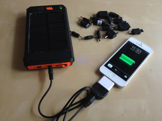 iSpazio-electrevolution-caricabatteria solare-iPhone 5