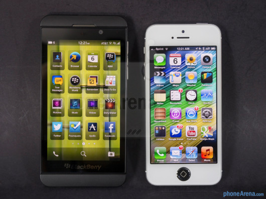 BlackBerry-Z1-vs-Apple-iPhone-5-001