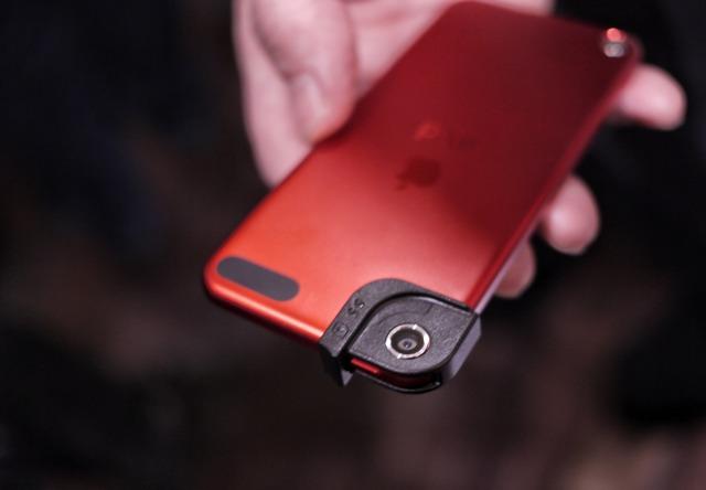 [MWC] Olloclip adatta le sue famose lenti anche per iPod Touch 5G