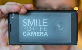 YotaPhone, lo smartphone con due display verrà prodotto nel 2013 [Video]