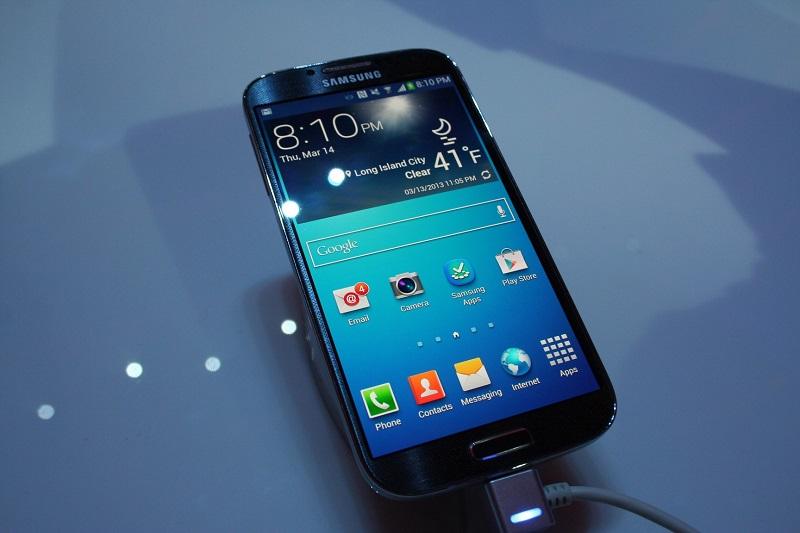 Samsung pubblica i nuovi spot televisivi su Galaxy 4, finalmente niente più frecciatine agli utenti iPhone? [Video]