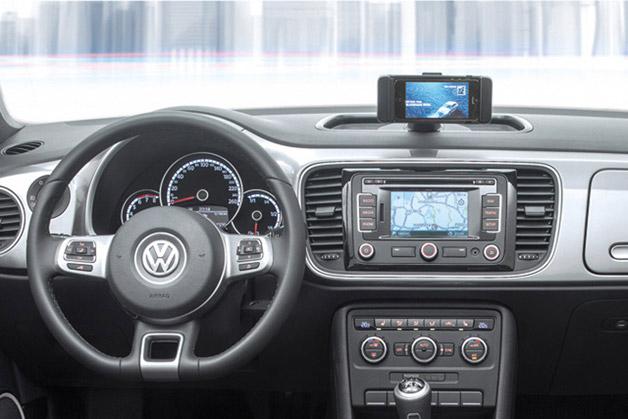 Volkswagen presenta il Maggiolino iBeetle con integrazione a Siri Eyes Free