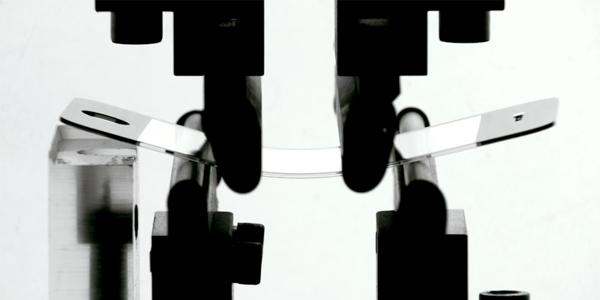 Ecco il nuovo pannello in vetro che probabilmente ricoprirà iPhone 5S [Video]