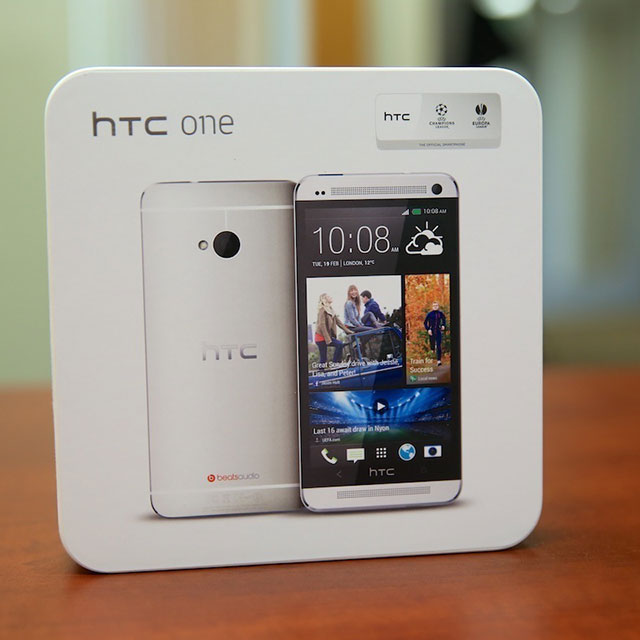 HTC-One-Review-Box