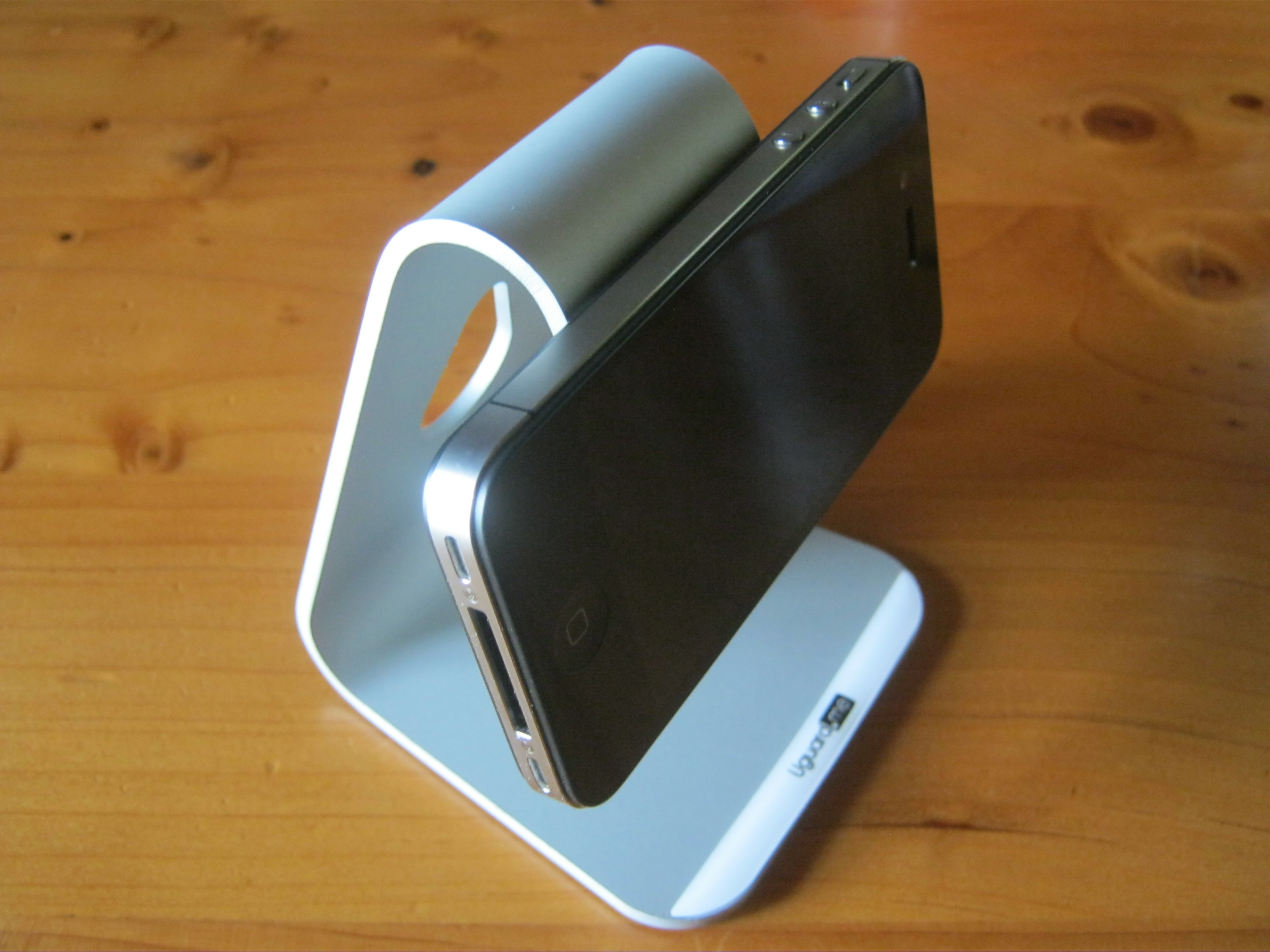 L'iPhone diventa un piccolo iMac grazie allo stand di Uguard.me | iSpazio Product Review