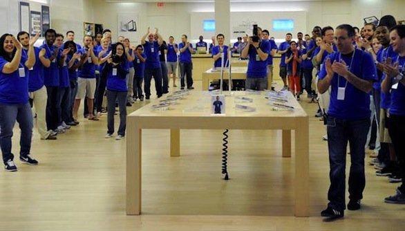Un dipendente Apple lavora 20 minuti in più ed ora rischia il licenziamento