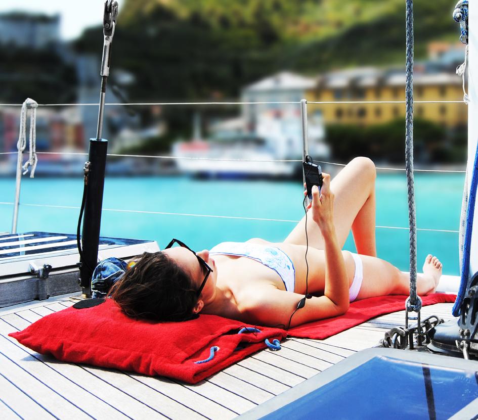 Hi-Sun, lo zainetto che diventa un telo da mare con speaker integrati per ascoltare la musica